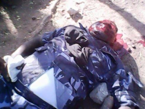 Commissaire Mouzou bon 493x370 - Violences à Mango : le commissaire Mouzou lynché par des manifestants