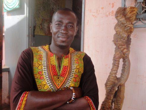 """Habia Kofi bon 493x370 - Interview/ Habia Kofi Mensah, artiste peintre: """"Je suis né pour être artiste; j'ai l'art dans le sang"""""""