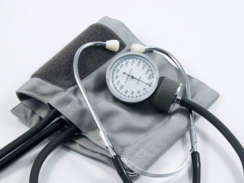 Tensiomètre 493x370 - Santé: des médecins togolais vivant en France en congrès à Lomé
