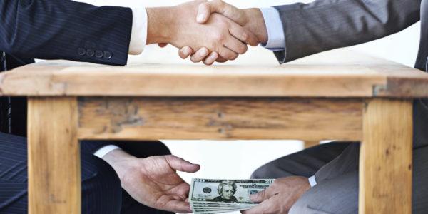 corruption bon bon 600x300 - Rapport 2015 de  Transparency International: le Togo fait un bond de 19 places!