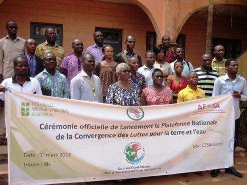 Plateforme eau terre 493x370 - La Plateforme  nationale de la Convergence globale des luttes pour la terre et l'eau du Togo est lancée!
