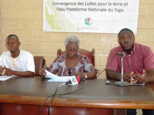 Convergence Lutte Terre Eau bon 493x370 - Après la grande caravane ouest-africaine de la Convergence des Luttes pour la Terre et l'Eau:  la Plateforme nationale du Togo va remettre aux autorités un livret vert