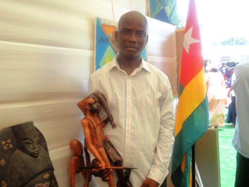 Artiste Yosso Kokou Dvaid bon 493x370 - Semaine de l'intégration africaine:  l'artiste plasticien Yosso Kokou David  présent à l'événement