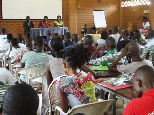 Formation FAIEJ bon 493x370 - Entrepreneuriat: Le FAIEJ forme des jeunes pour une compétition  internationale de plans d'affaires