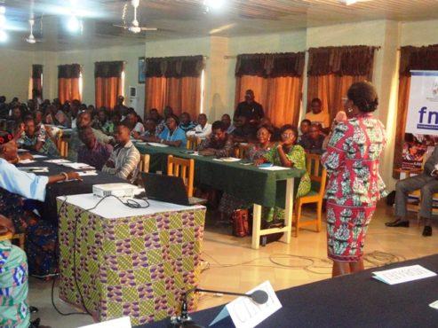 Rencontre FNFI Plateaux Ouest 493x370 - Finance inclusive : Mme Victoire Tomégah-Dogbé s'entretient avec les bénéficiaires du FNFI dans les Plateaux-Ouest