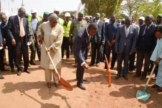 PUDC Faure 640x427 555x370 - PUDC : Faure Gnassingbé  donne le premier coup de pioche pour la construction de 406 km de pistes rurales
