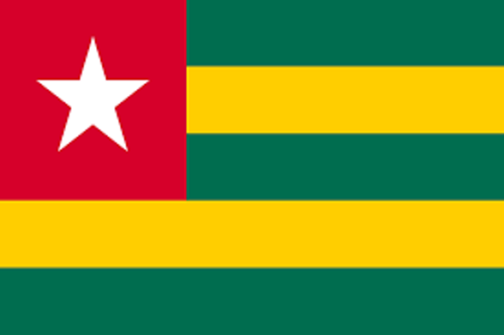 Drapeua togolais bon 556x370 - Un fonds de la BAD octroie 1 million de dollars pour l'électrification rurale au Togo