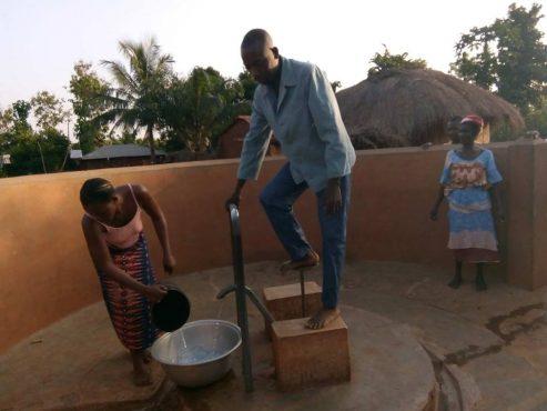 Forage Noutonoukoukondji bon 493x370 - Accès à l'eau: 400 forages pour les Savanes et la Kara
