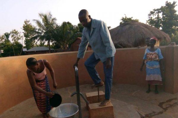 Forage Noutonoukoukondji bon 600x400 - Accès à l'eau: 400 forages pour les Savanes et la Kara