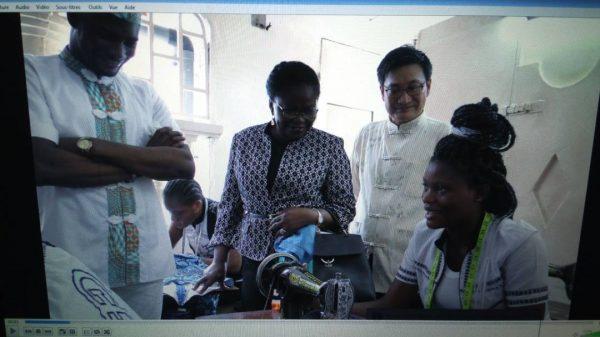 viste école de couture 600x337 - Artisanat: L'école de couture Franco Dimélo reçoit la visite de Victoire Tomégah-Dogbé et de l'ambassadeur de Chine
