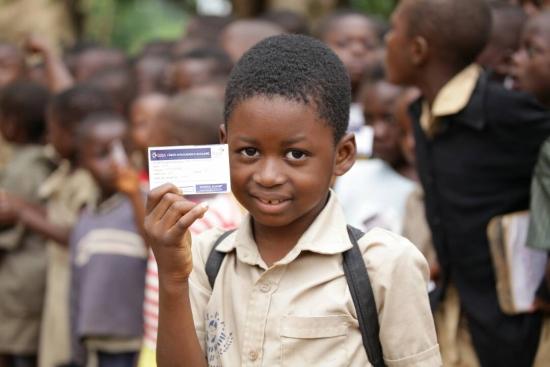 """821e82510d42213c52dadeb31bd1893a L - L'équipe de sensibilisation sur """" School Assur'' foule le sol de la préfecture d'Akébou"""