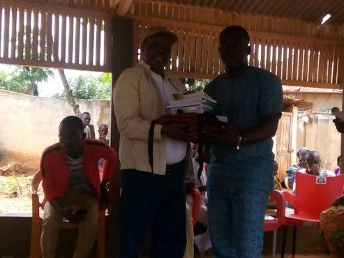 IMG 20180922 WA0094 493x370 - Humanitaire: à Noepé,  Rotary Club Lomé Perle fait don de fournitures scolaires et d'équipements médicaux