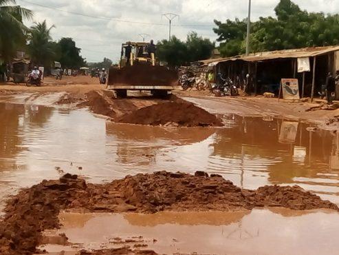 Lancement travaux de réhabiliation rues Vakpossio et Zanguéra 493x370 - Lancement des travaux de réhabilitation de rues dans les cantons de Vakpossito et Zanguéra