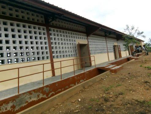 Bâtiment CEG Kpotavé 493x370 - PAPV : dans la préfecture d'Agoè-Nyivé, les travaux de construction d'infrastructures socio- collectives  avancent !