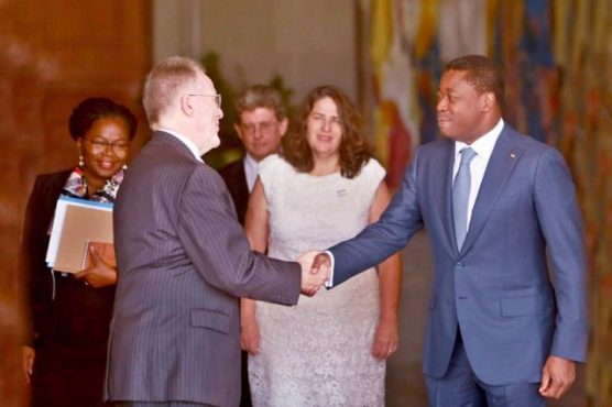 GILMOUR FAURE BON 640x426 556x370 - En fin de mission au Togo : David Gilmour fait ses adieux à Faure Gnassingbé
