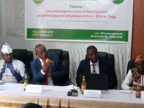 conf presse champiso 493x370 - Santé et bien –être : la  société  ''Sois éclairé Nutri-Togo Sarl '' engagée à faire découvrir aux Togolais les vertus des champignons