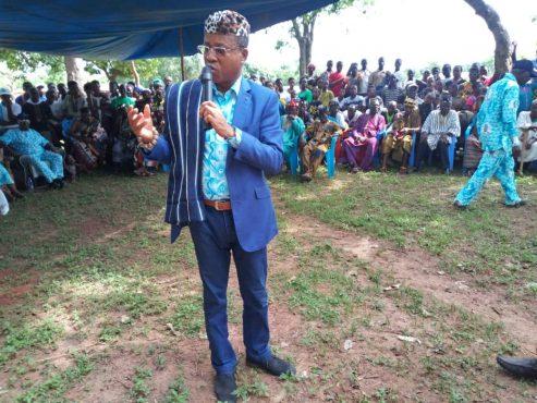 Le ministre Kossivi Egbétonyo à Kamina 493x370 - Elections locales : le ministre Kossivi Egbétonyo mobilise les  populations de Kamina