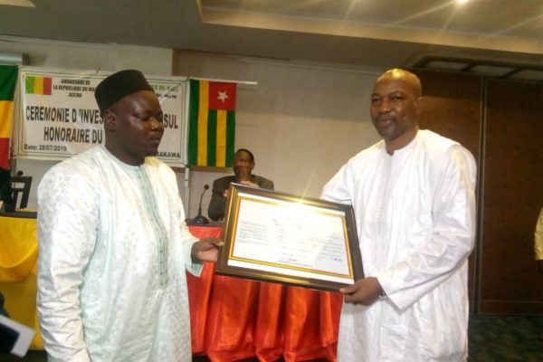 Consul Alassane YATABARE à droite 600x400 - Alassane YATABARE, le nouveau visage du consulat du  Mali au Togo