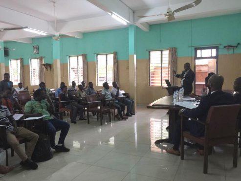 Conférence débat TIC House photo 493x370 - ''TIC House''  veut promouvoir l'usage des TIC dans la gestion des  entreprises