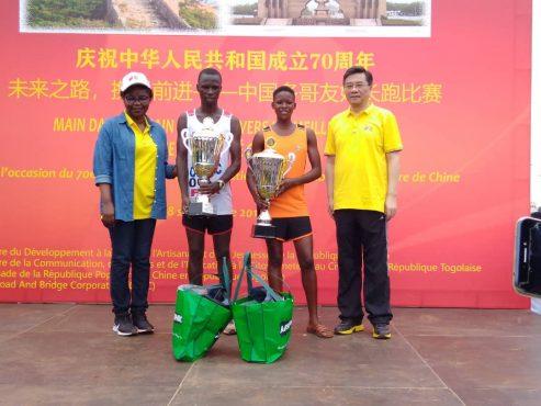 Course amitié Chine Togo 2019 493x370 - Le Togo et la Chine célèbrent  leur amitié à travers une course populaire