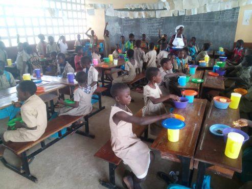 IMG 20191017 WA0041 493x370 - Journée Mondiale d'élimination de la pauvreté: la Banque mondiale et l'ANADEB aux côtés des écoliers de L'EPP Djéméni