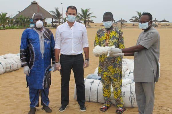 don aux pêcheurs 600x400 - Pêche: don de nappes de filets à la communauté de pêcheurs de Lomé par la Fondation BLUE TURTLE