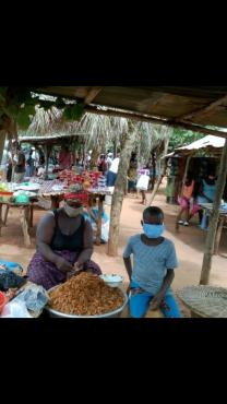 Maraché Togoville 3 208x370 - Reportage/Corona virus : le masque artisanal en tissu adopté en milieu agricole