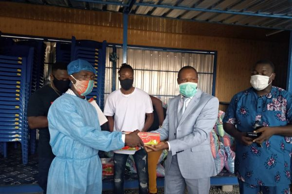 IMG 20200520 WA0050 600x400 - Covid-19: L'ANADEB offre des kits alimentaires en lieu et place des repas chauds, dans les restaurants communautaires