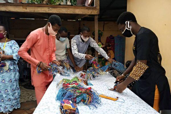 confesction masques 600x400 - Réouverture des écoles: déjà 151.740 masques confectionnés par la chambre régionale des métiers de Lomé Commune pour les élèves