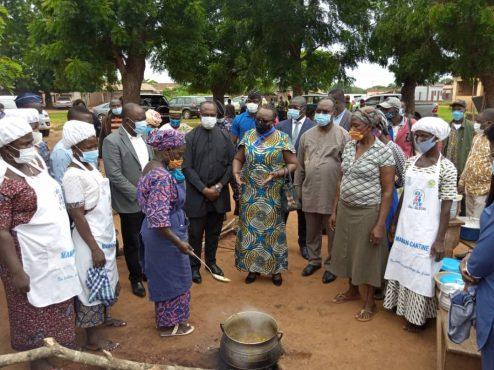 vistite ministre Myriam Dossou Gape centre 494x370 - Accueil