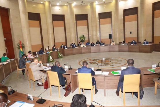 Conseil des ministres du 04 novembre 2020 555x370 - COMMUNIQUE SANCTIONNANT LE CONSEIL DES MINISTRES DU MERCREDI 18 NOVEMBRE 2020