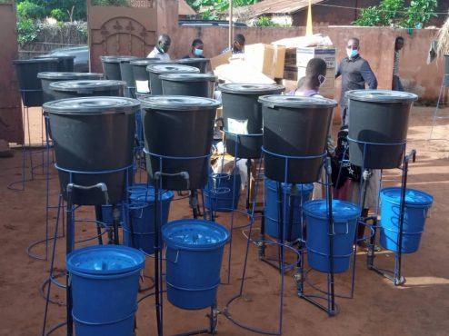 dispositifs de lavage de mains 494x370 - Rentrée scolaire : le coup de pouce salutaire de Victoire Tomégah -Dogbé aux élèves de Vo