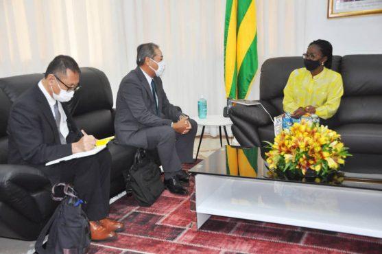 PM et Ambassadeur Japon Togo 557x370 - Togo/Diplomatie:les interventions du Japon passés au peigne fin à la primature