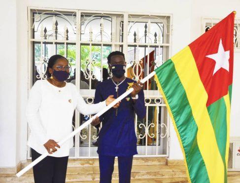 remise drapeua eperviers locaux 487x370 - CHAN 2021 : les Éperviers du Togo parés pour la compétition !