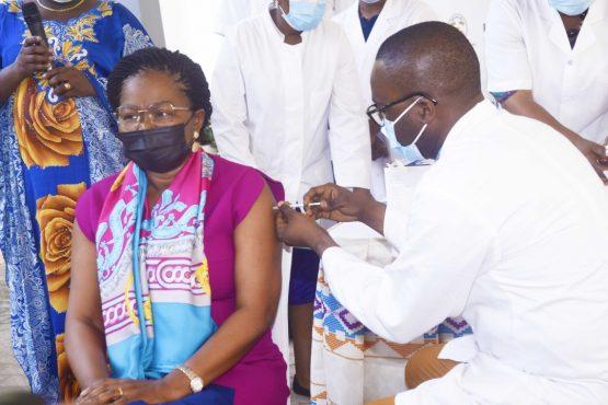 IMG 20210310 WA0104 555x370 - Togo/ Vaccination anti-covid: le Premier Ministre et les membres du gouvernement donnent le ton