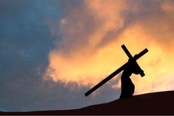 chemin de croix bon 555x370 - Togo/ Pâques 2021 : le chemin de croix interdit pour cause de Covid-19
