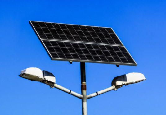 lampadaire solaire 535x370 - Eclairage public: le Togo envisage l'installation de 50 000 lampadaires solaires dès 2021 grâce à un partenariat avec Sunna Design