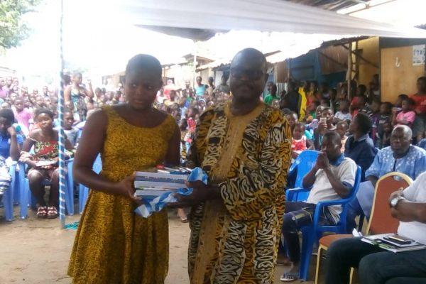 Don fournitures scolairesBè Agodo Atimé